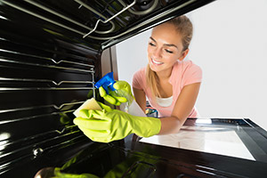 Deep oven cleaning service